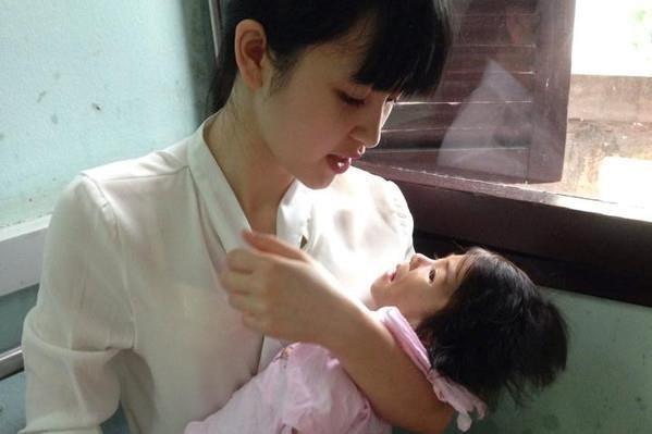 9X nhận nuôi bé bại não ở Lào Cai viết tâm thư gửi chồng đầy lãng mạn