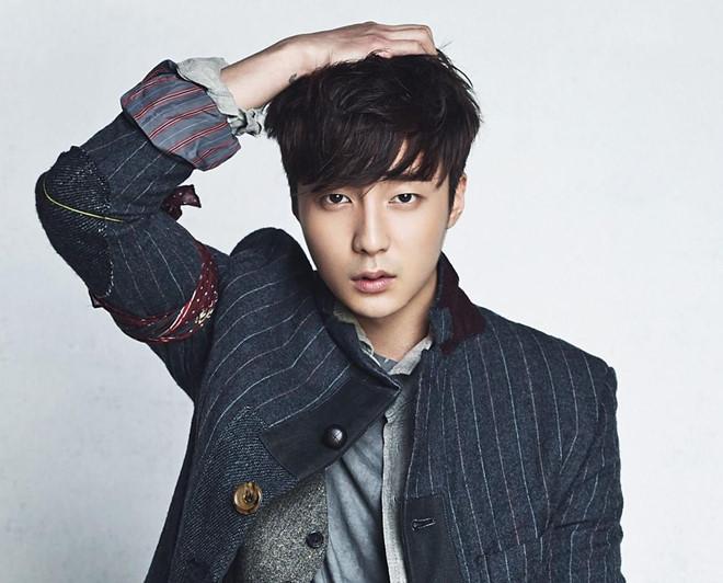 Báo Hàn tiết lộ ca sĩ mới trong nhóm chat tình dục của Jung Joon Young