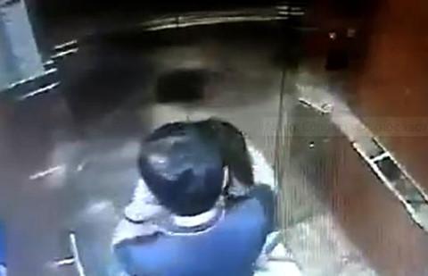 Nhân chứng tả gã sàm sỡ bé gái ở thang máy chung cư Sài Gòn