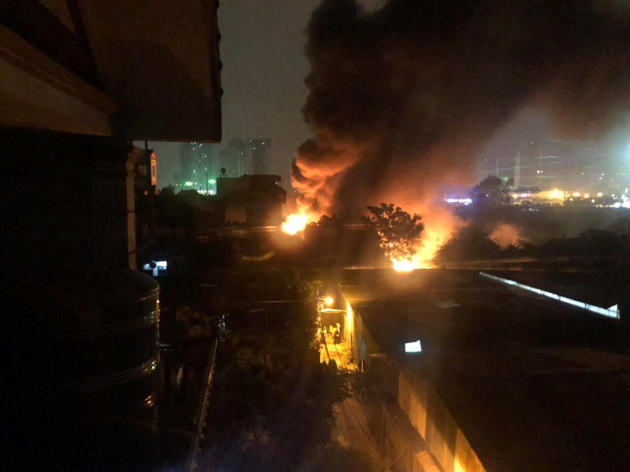 8 người chết trong vụ cháy nhà xưởng 1.000 m2