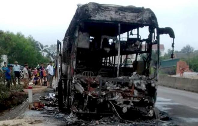 Cháy xe khách giường nằm, hơn 36 người thoát chết