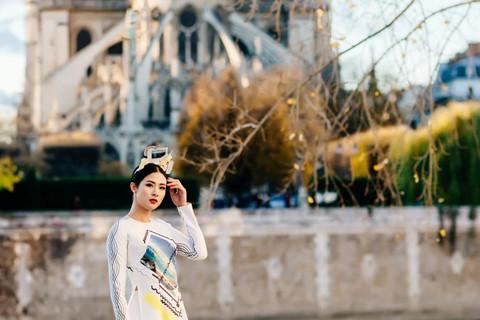 Sao Việt đau xót nhớ kỷ niệm với Nhà thờ Đức Bà Paris trước vụ cháy