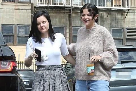 Selena Gomez bị chê tăng cân không kiểm soát, mặc lôi thôi xuống phố