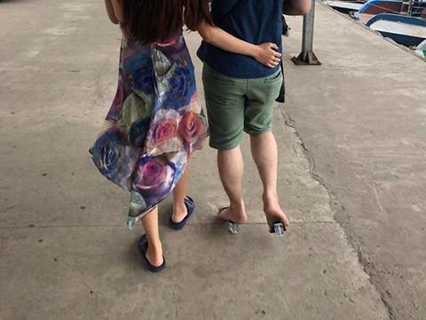 Chàng trai vạm vỡ đi giày cao gót và câu chuyện ngọt ngào phía sau