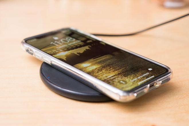 Sạc điện thoại qua đêm là đúng hay sai?