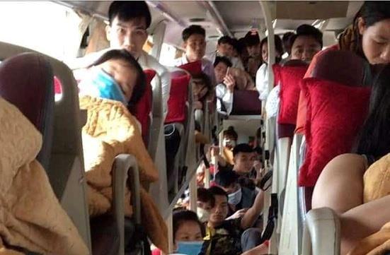 Xe giường nằm 46 chỗ 'nhồi nhét' 80 người ra Hà Nội sau nghỉ lễ