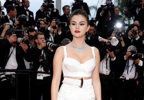 "Selena Gomez, sao ""Endgame"" khoe vẻ gợi cảm trên thảm đỏ LHP Cannes"