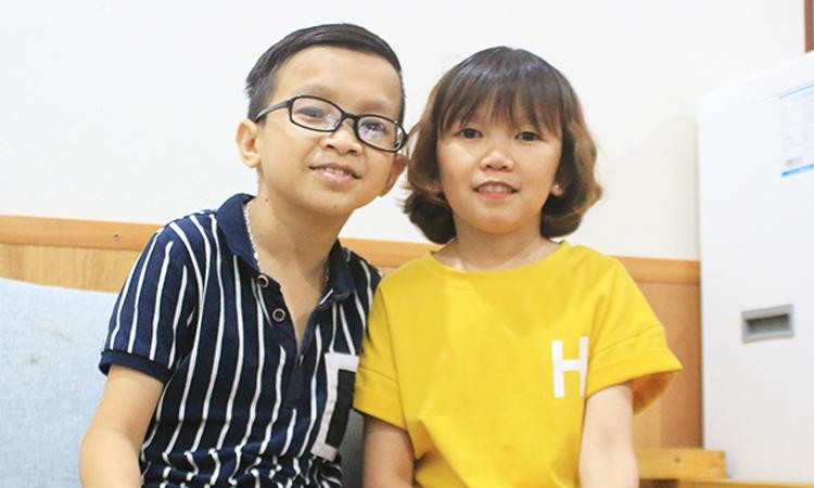 Tình yêu của thầy giáo tí hon với cô gái 1,2 m