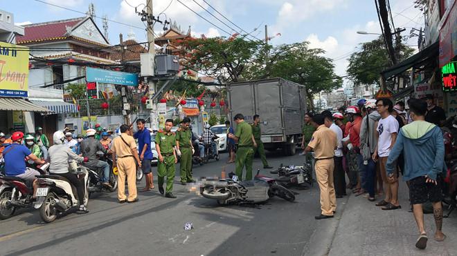 Va chạm ô tô tải, người phụ nữ tử vong ở Sài Gòn