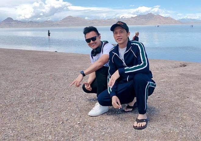 Con trai đăng ảnh du lịch với nghệ sĩ Hoài Linh ở Mỹ