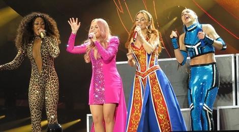 58.000 khán giả thổn thức vì màn tái hợp của Spice Girls sau 19 năm