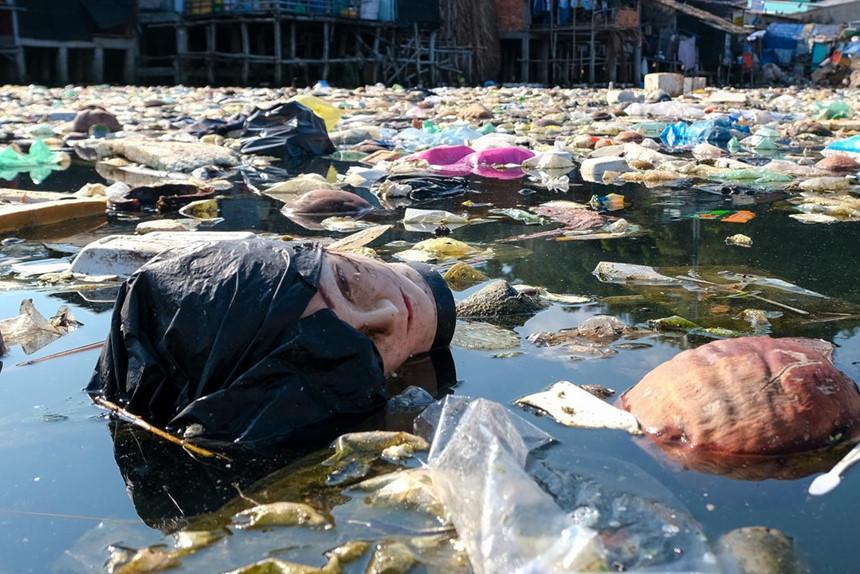 Rác khắp bờ biển Việt Nam đang kêu cứu