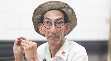 """Diễn viên cao 1,9 m của """"Lộc Đỉnh Ký 1998"""" làm bảo vệ ở chợ"""