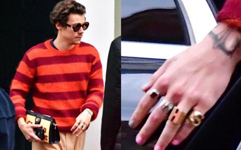 Harry Styles gây bàn tán vì sơn móng tay hồng, cầm ví nữ tính