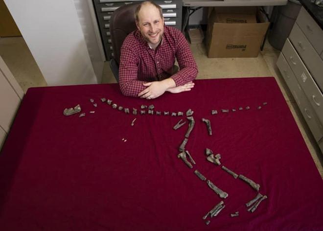 Hóa thạch 92 triệu năm từ họ hàng tí hon của khủng long bạo chúa