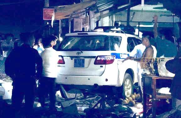 Xe tuần tra CSGT tông chết nam thanh niên đứng trước hiên nhà