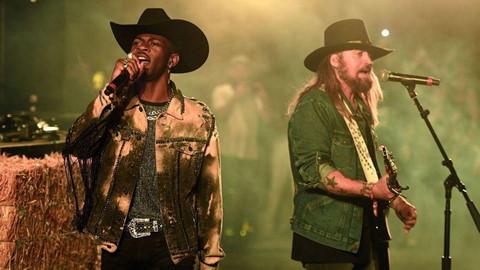 Bố Miley Cyrus vượt con gái trên bảng xếp hạng Billboard Hot 100