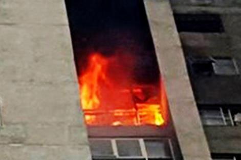 Cháy chung cư ở trung tâm Sài Gòn, cư dân hoảng hốt tháo chạy