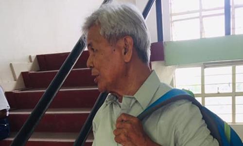 Cụ ông Philippines 75 tuổi học đại học