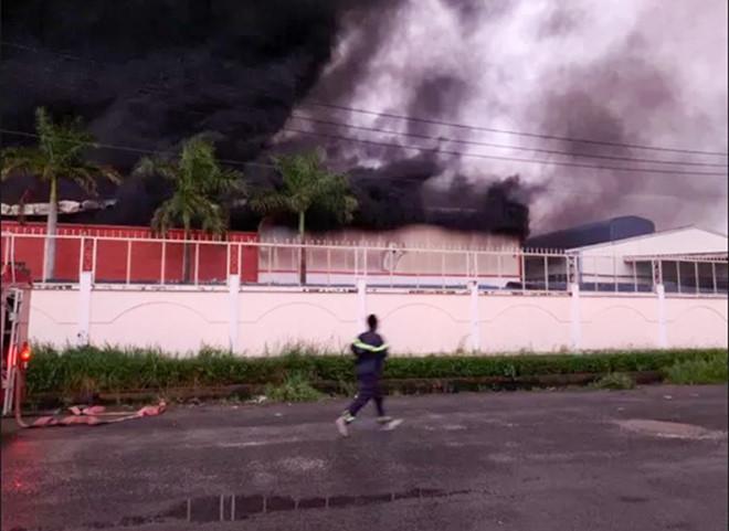 Cháy xưởng sản xuất vỏ cơm hộp, thiệt hại gần 30 tỷ