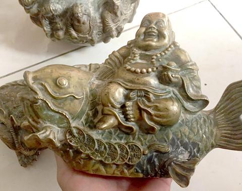 Người dân đào được tượng kim loại màu vàng gần núi Tàu