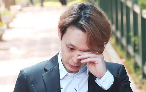Park Yoo Chun bật khóc khi được thả khỏi trại tạm giam