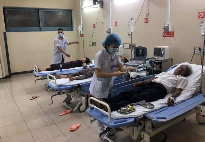 73 người nhập viện sau khi ăn tiệc cưới