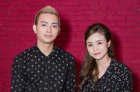 Hoài Lâm và bạn gái mặc áo đôi khi xuất hiện