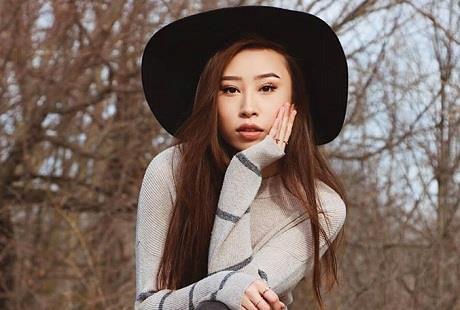Hoa hậu gốc Hoa bị tước vương miện vì phân biệt chủng tộc