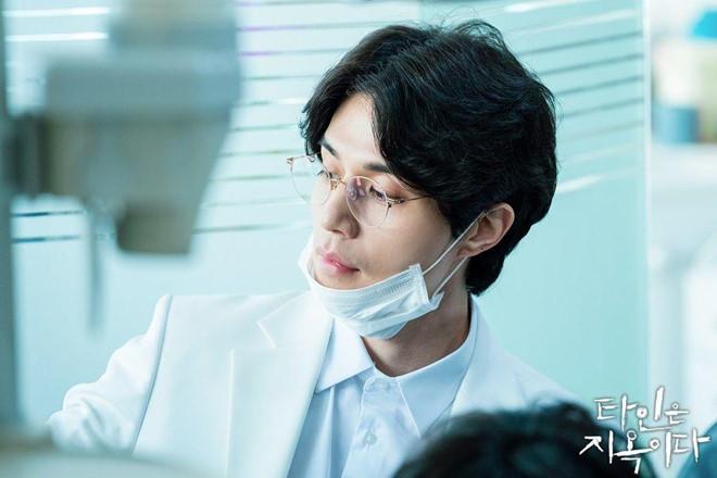 Lee Dong Wook đóng vai sát nhân biến thái, ghê rợn