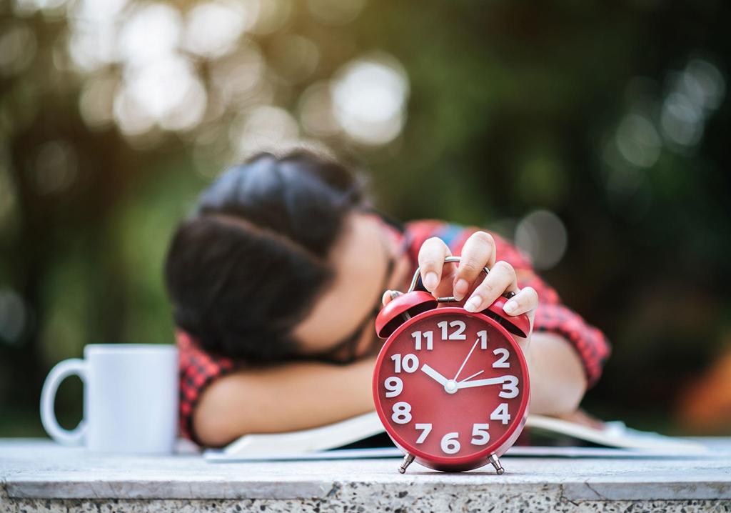 Giới trẻ Trung Quốc ngủ nghỉ ít hơn để làm cùng lúc nhiều nghề