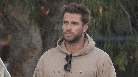 Liam Hemsworth lần đầu lộ diện sau khi chia tay Miley Cyrus