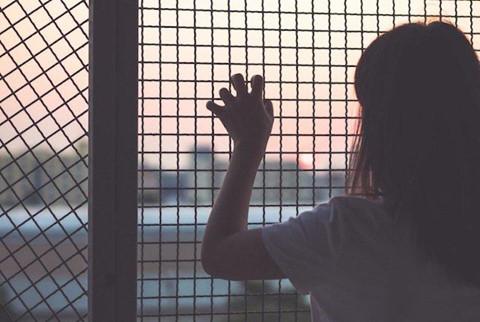 Chị em sinh đôi 16 tuổi bị bạn của mẹ lừa sang Trung Quốc gả làm vợ