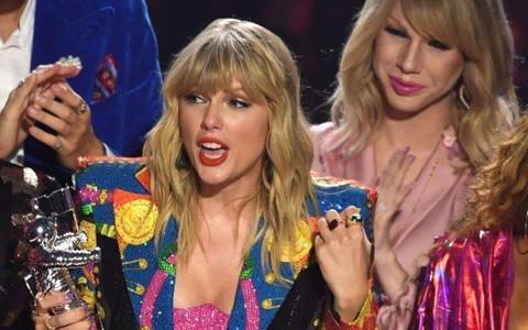 """Taylor Swift gặp sự cố """"dở khóc dở cười"""" tại VMAs 2019"""