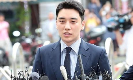 Seungri xuất hiện tại sở cảnh sát để điều tra tội đánh bạc