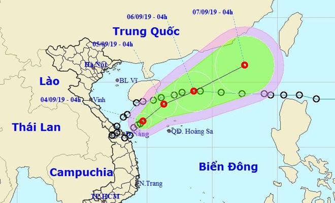Áp thấp nhiệt đới đi ngược ra biển, Trung Bộ tiếp tục mưa lớn