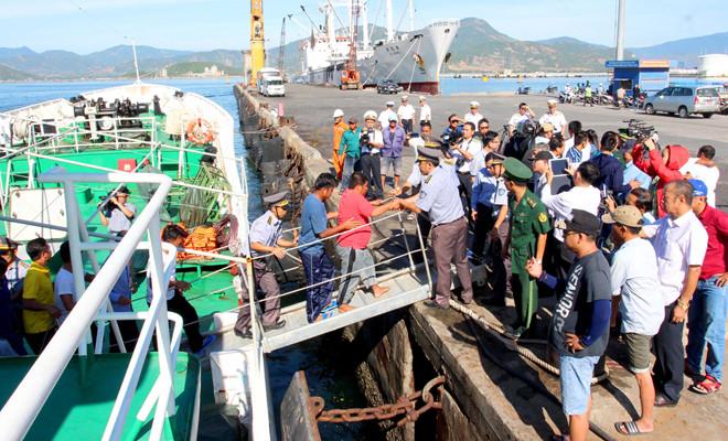 48 giờ bám can nhựa, trôi dạt giữa sóng lớn của 41 ngư dân Quảng Nam