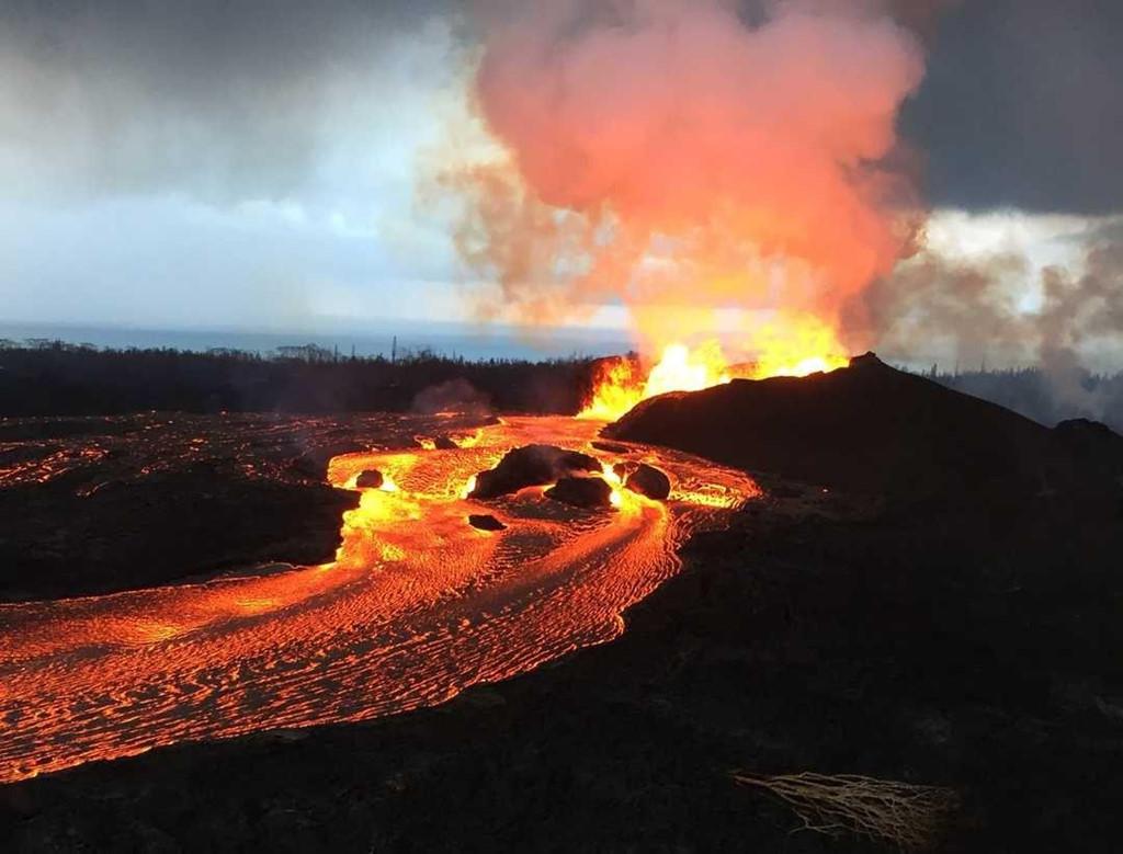 Núi lửa lớn nhất thế giới âm ỉ hồi sinh sau 35 năm
