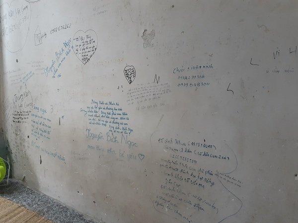 Những dòng chữ đầy cảm xúc trên bức tường bên ngoài phòng mổ bệnh viện