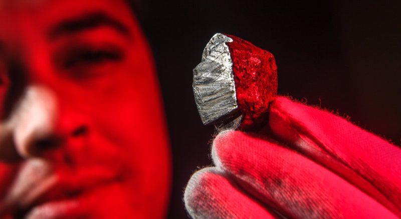 Phát hiện khoáng chất mới có nguồn gốc ngoài hành tinh