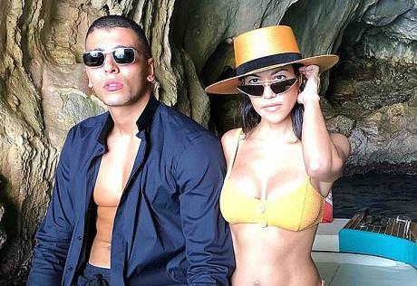 Chị gái của Kim Kardashian quay lại với tình cũ kém 14 tuổi