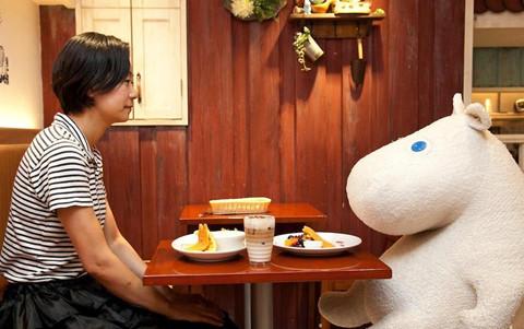 """""""Bữa ăn cô đơn"""" dần quen thuộc với giới trẻ châu Á"""