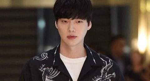 Chồng Goo Hye Sun bị cô lập trên phim trường sau scandal tình cảm