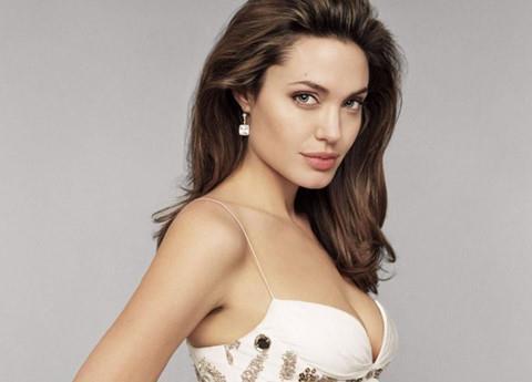 Angelina Jolie tổn thương sau khi ly hôn Brad Pitt