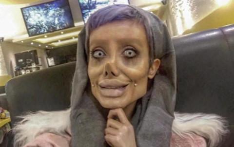 """""""Cô gái xác sống"""" Iran bị bắt vì tội báng bổ, kích động bạo lực"""