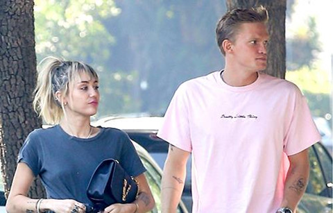 Miley Cyrus tỏ ra bình thản sau tin chồng cũ có tình mới