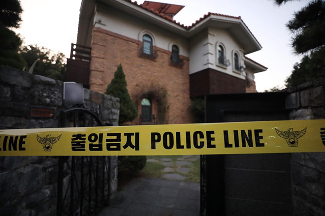 Cảnh sát phong tỏa ngôi nhà nơi Sulli tự tử