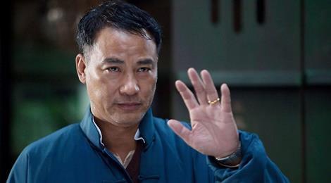 Nhậm Đạt Hoa được 10 vệ sĩ hộ tống sau vụ bị đâm