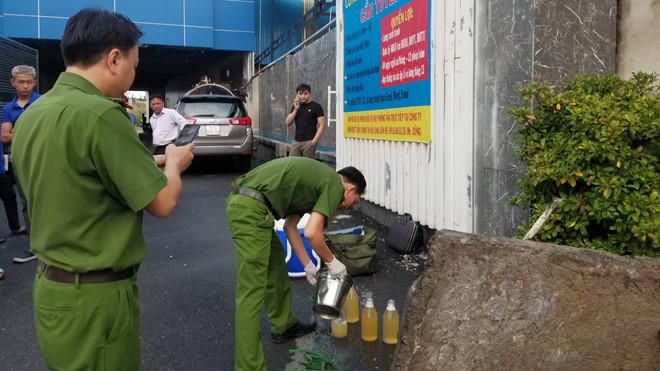 Bắt quả tang công ty giặt ủi xả nước thải ra sông Soài Rạp