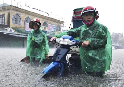 Bắc Bộ mưa lạnh đến hết tuần, miền Trung nguy cơ ngập lụt